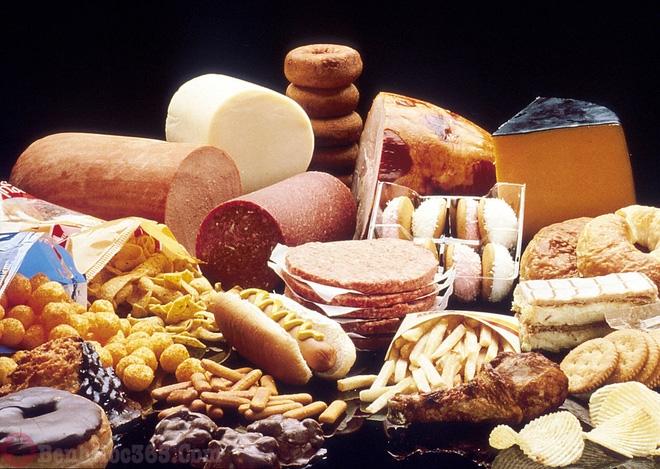 bệnh đau khớp gối kiêng ăn gì - thực phẩm giàu chất béo bão hòa