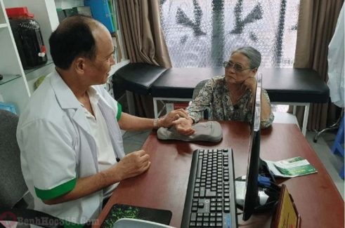 Bác sĩ Vi Văn Thái chữa mề đay mẩn ngứa