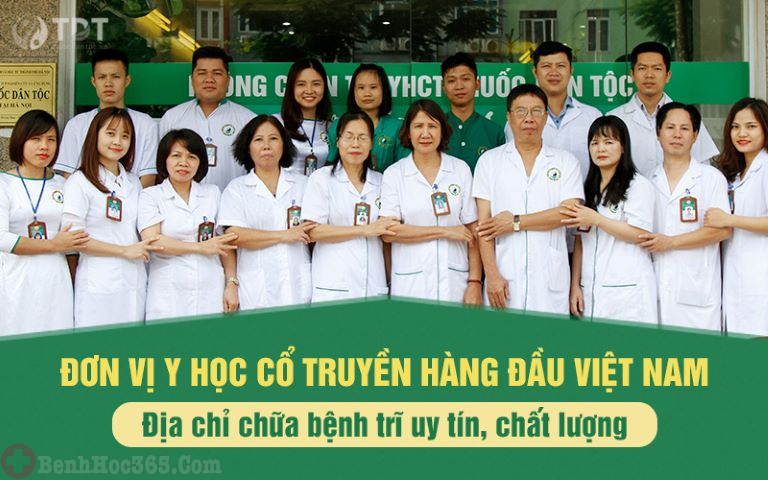 Đội ngũ y bác sĩ tại Trung tâm Thuốc dân tộc