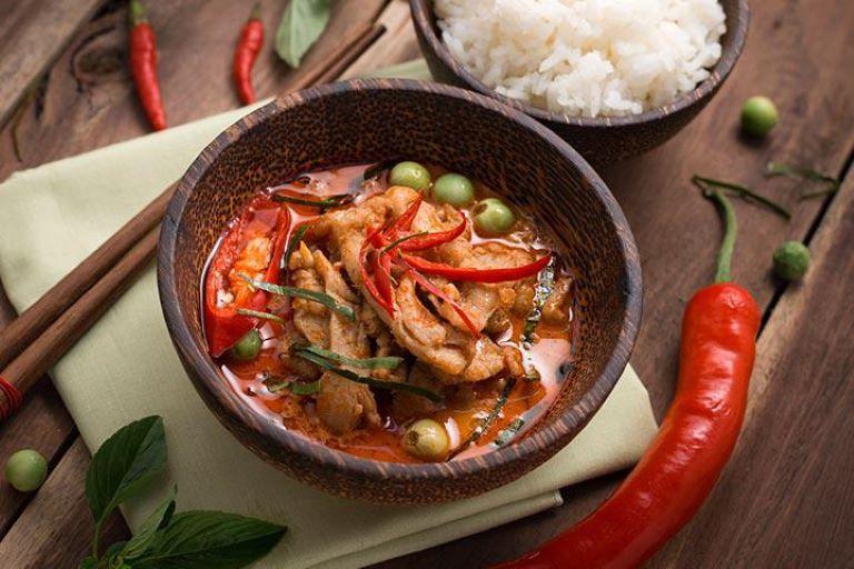 Hạn chế đồ ăn cay nóng để hậu môn bớt kích ứng, đau rát, nóng đỏ