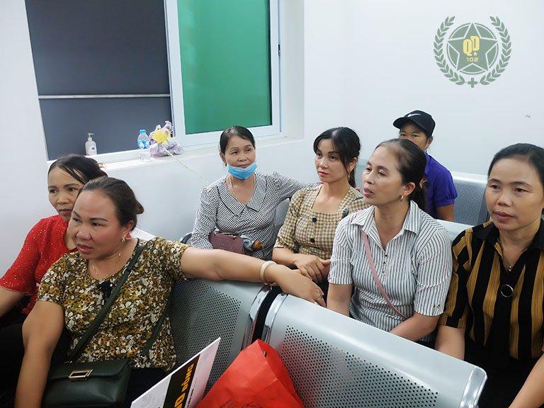 Nhiều người bệnh đến bệnh viện Quân dân 102 khám viêm da