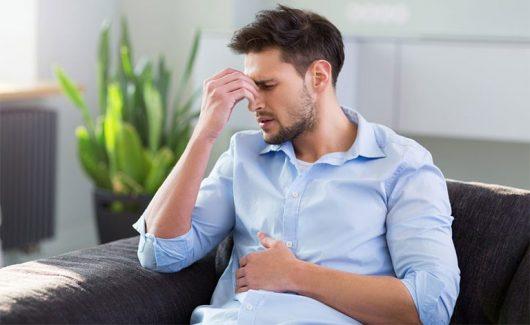 Đầy hơi là triệu chứng thường gặp ở người bị đau dạ dày
